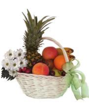 Cestas de margaritas y frutas