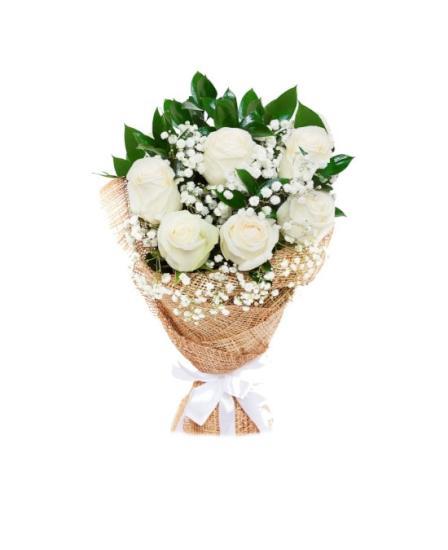Ramo de seis rosas blancas