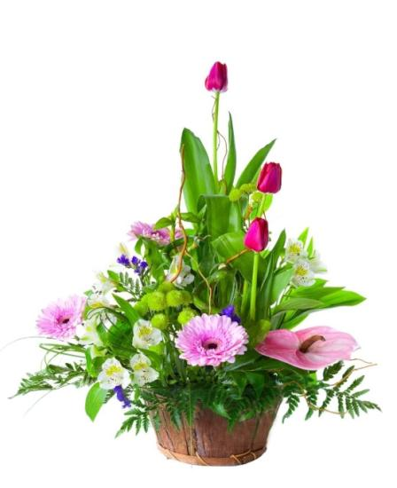 Cesta de flores variada con tulipanes